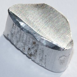 Heavy metals - Chunk of aluminium, 2.6 grams, 1 x 2 cm.